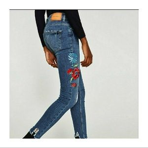 Zara Trafaluc Embroidered Ankle Jeans distressed